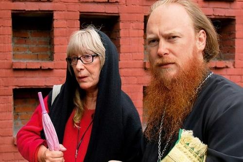 Екатерина Васильева и ее сын Дмитрий Рощин в церкви