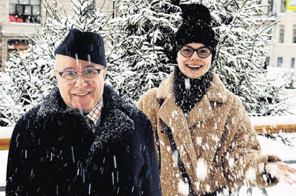 Татьяна Брухунова и Евгений Петросян на зимней фотографии