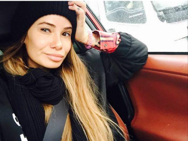 Айза Долматова выложила новую фотографию