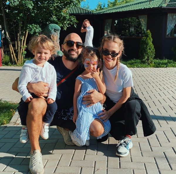 Супер-мама: Анна Хилькевич о желании выпить пива во время беременности, о помощи мужа и воспитании дочерей