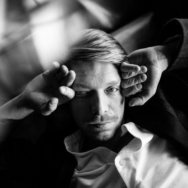 Никита Ефремов впервые дал интервью об отце, наркотиках и панических атаках