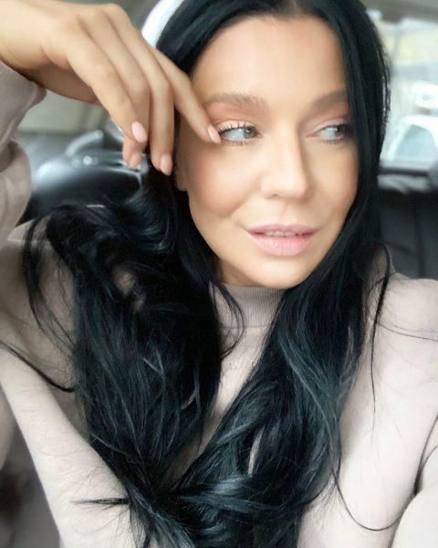 Певица Ёлка: «Мне всегда приятно слышать, что я красивая, я могу даже всплакнуть немного»
