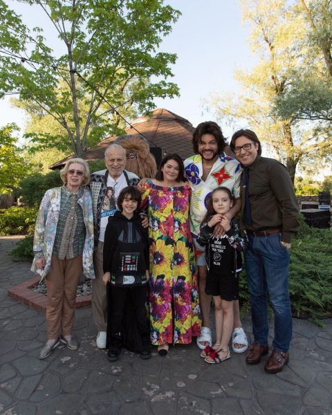 Шумная вечеринка с Лазаревым и мотоцикл для восьмилетнего: рассказываем, как прошел день рождения сына Филиппа Киркорова