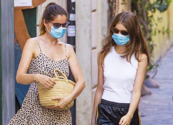 Летиция Каста с дочерью Сатин на шоппинге в Риме