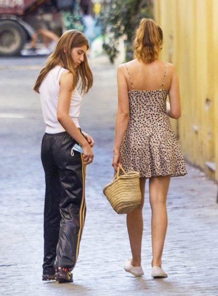 Летиция Каста с дочерью на шоппинге восхитила свежестью и красотой