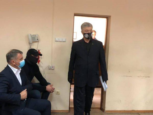 Пьяный Петр Порошенко ведет себя нагло на суде и ему все спускают