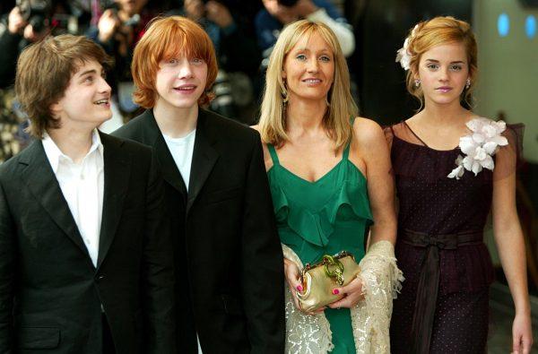"Актеры из ""Гарри Поттера"" сейчас осуждают Джоан Роулинг"