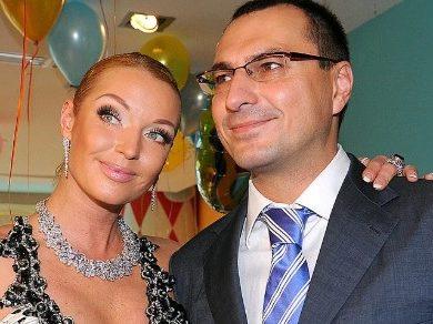 Анастасия Волочкова просит ВДовина вернуть 3 млн долларов