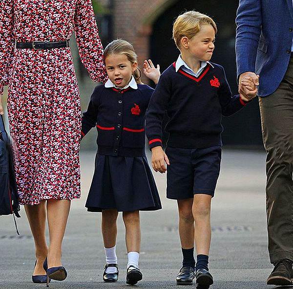 Дети Кейт Миддлтон гуляют с родителями