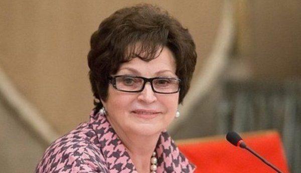 Глава Союза женщин России Лахова пожаловалась Путину на мороженое