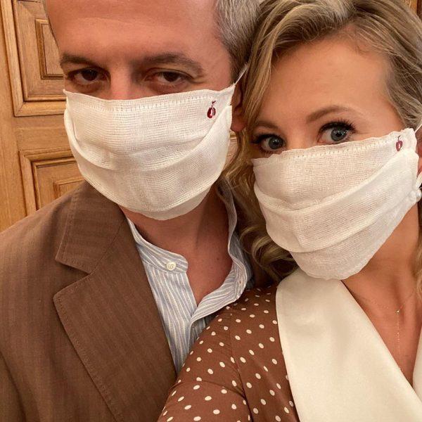 Ксения Собчак настоятельно рекомендует носить маски