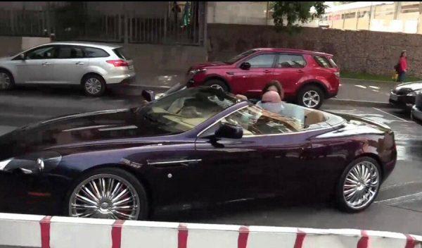 Александр Добровинский прибыл в суд на кабриолете