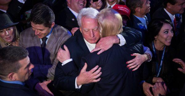 Дональд и Роберт Трампы, фото: соцсети