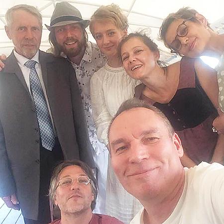 Олга Бодрова и Сергей с родными на свадьбе