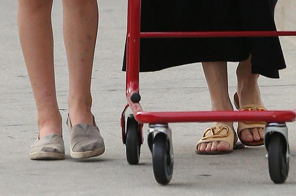 Папарацци засняли Анджелину Джоли на шопинге - Она великолепна