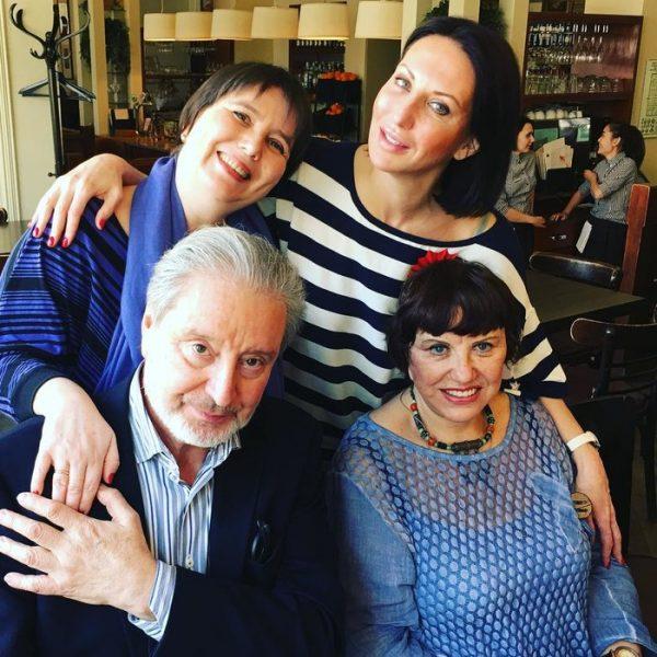 Вениамин Смехов с первой женой и дочерьми