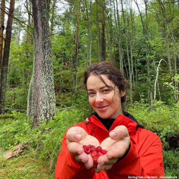Марина Александрова собрала малину...