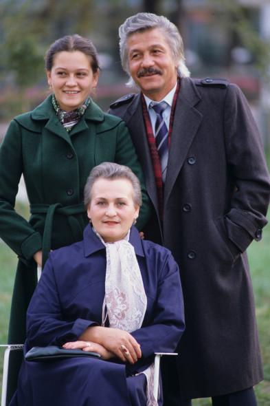 Михай Волонтир с женой и дочкой