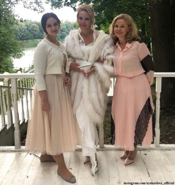 На свадьбе дочери Алена Яковлева и Кирилл Козаков сидели рядом
