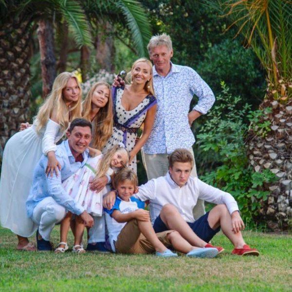Большая семья Навки и Пескова