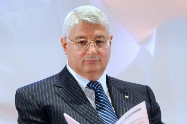 Олигарх Сергей Кациев в костюме