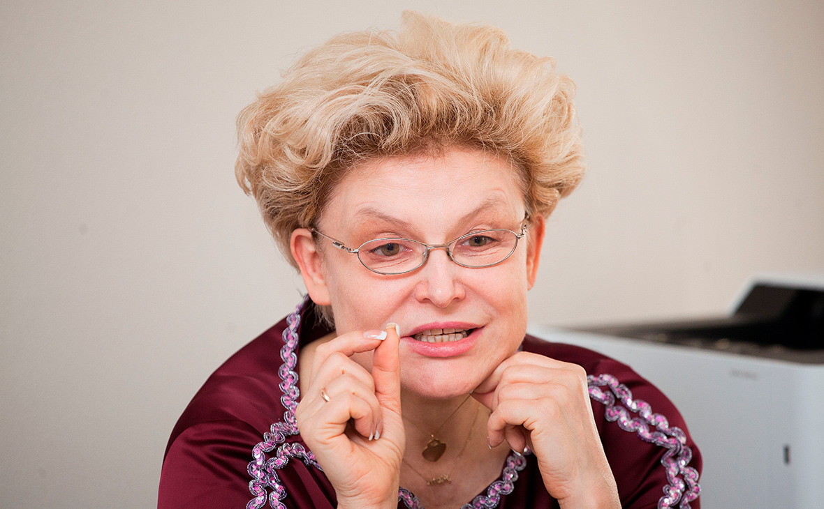 Елена Малышева не может вернуться из США