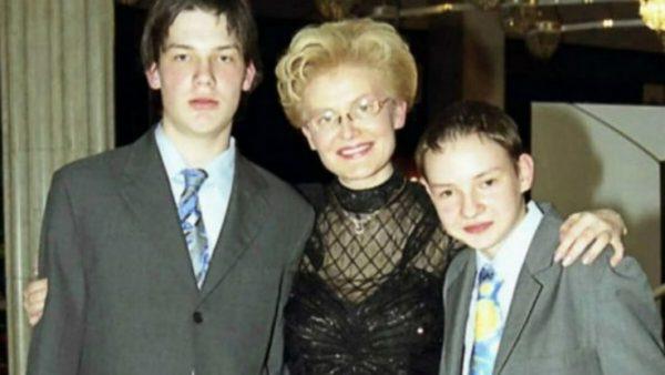 Елена Васильевна с сыновьями подростками 2003