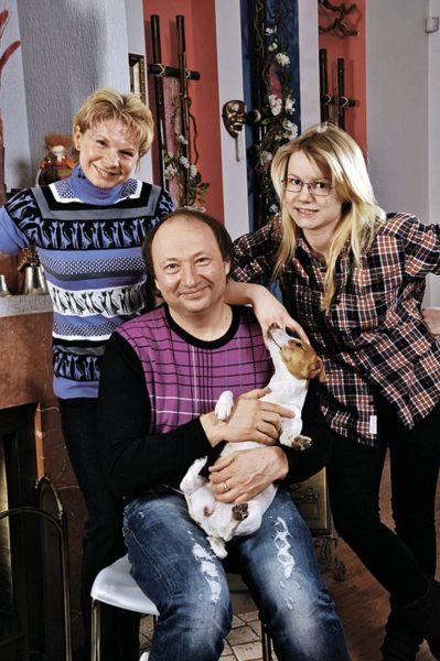 Юрий Гальцев с женой и дочкой