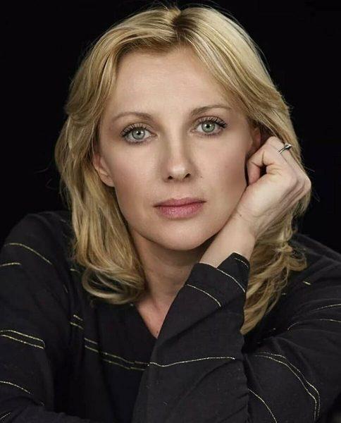 Здесь Елена Яковлева похожа на Шарлиз Терон