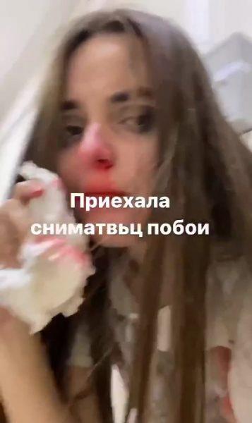 Российскую блогерку, танцующую в костюме монашки, избили