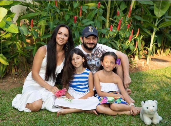 Михаил Галустян со своей красивой семьей