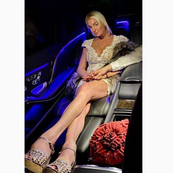 Анастасия Волочкова отправилась в свадебное путешественное