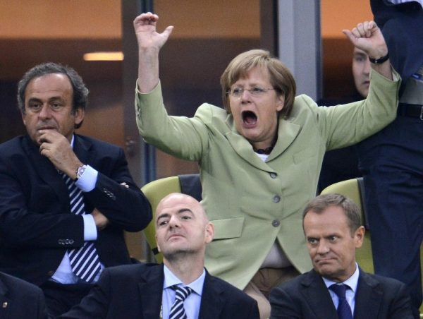 Скандальные фото политиков, которые вы никогда не видели. Драки, скандалы, интимные и смешные снимки