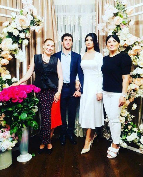 Роскошная свадьба Заура Сидакова и Мадины Плиевой, гости, вокруг цветы