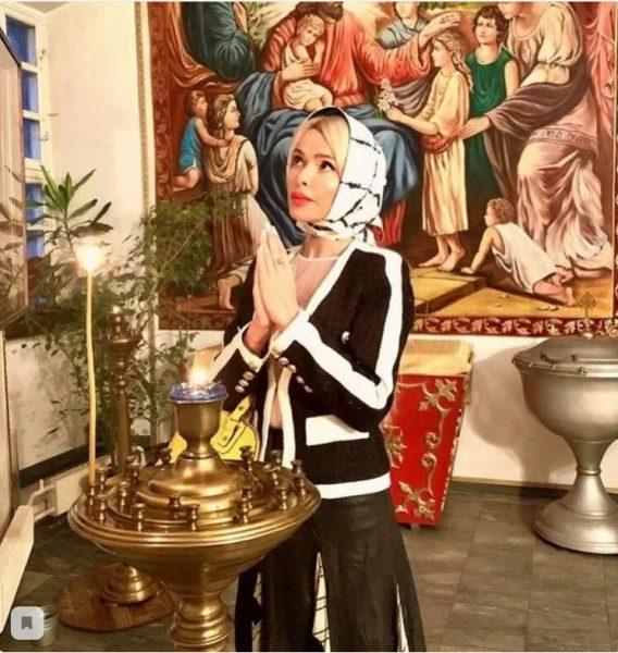 Алена Кравец в церкви