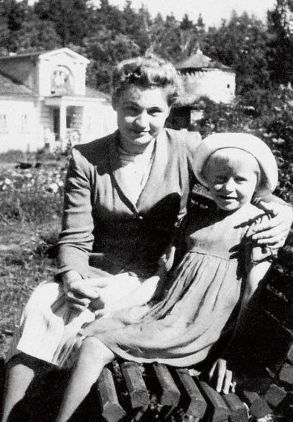 Ангелина Вовк с мамой