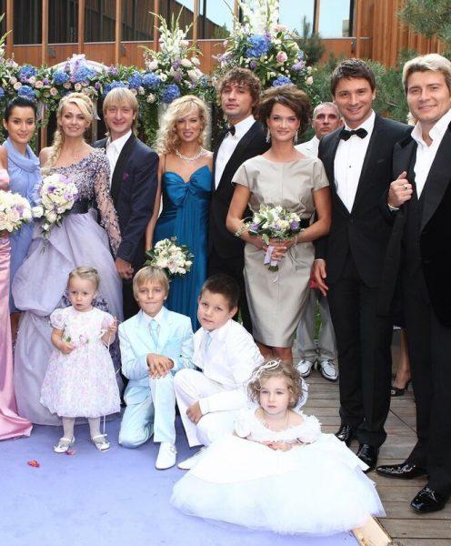 Яна Рудковская и Евгений Плющенко с гостями свадьбы