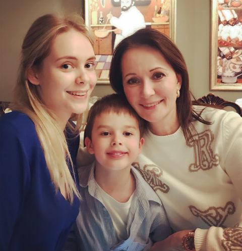 Ольга Кабо с дочкой Татьяной от первого брака и сыном Виктором