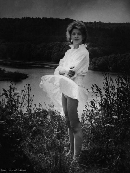 На фото Татьяна Догилева в белом платье