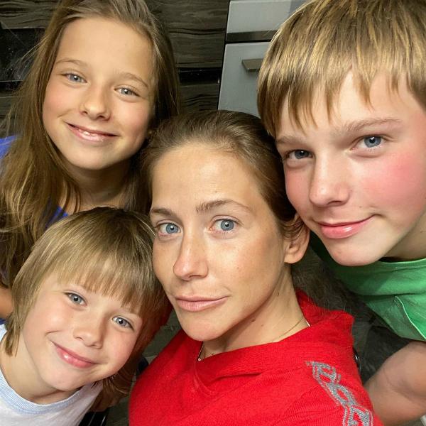 Юлия Барановская с детьми от Андрея Аршавина: Арсением, Артёмом, Яной