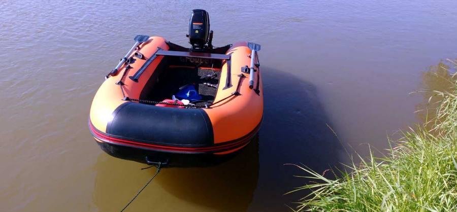 Лодка для прогулок и рыбалки