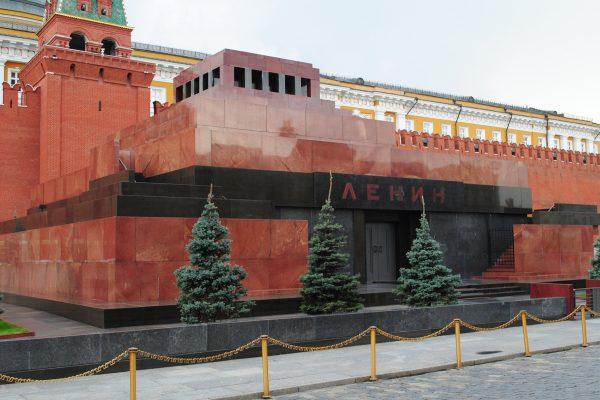 Андрей Макаревич считает, что не нужно ничего делать с мавзолеем