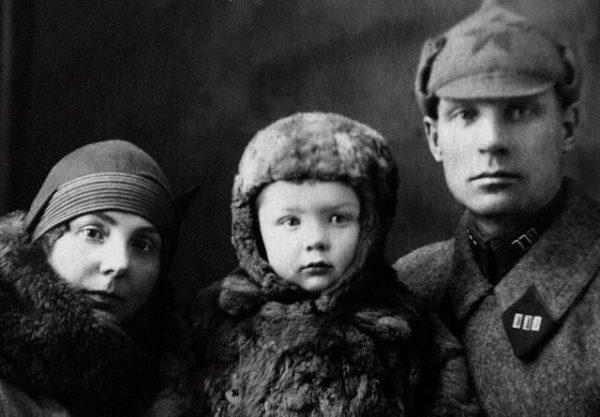 Олег Стриженов с мамой Ксенией Алексеевной и папой Александром Николаевичем