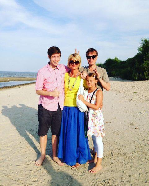 Юлия Меньшова с семьей