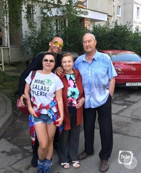 Сергей с мамой, папой и Наташей, photo: tele.ru