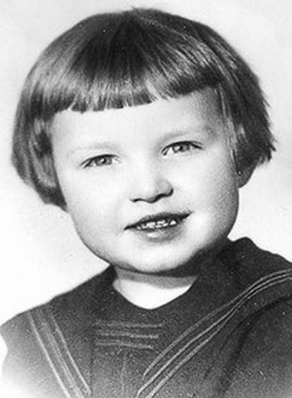 Детские фотографии политиков и мировых лидеров