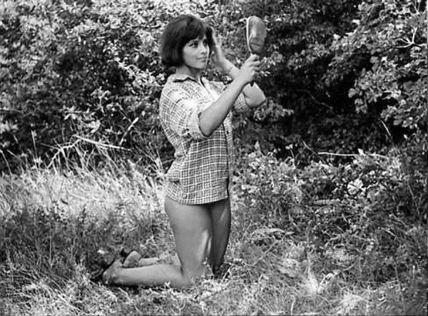 Наталья Варлей в одной рубашке