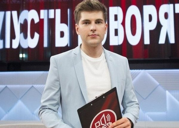 Борисов держит папку
