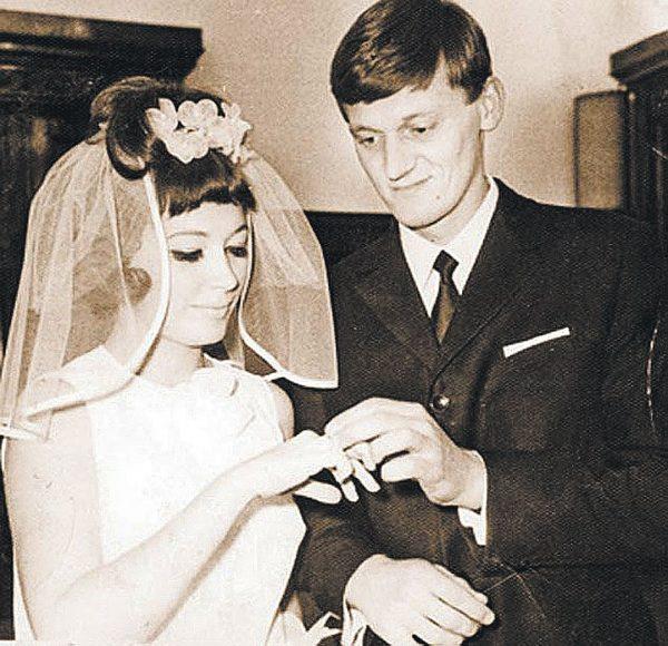 Пугачева выходит замуж за Миколаса Орбакаса