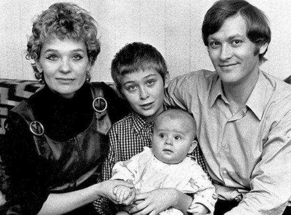 Светлана Светличная, ее супруг и сыновья